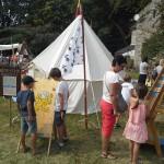 Un espace dédié au jeu médiéval avec campement